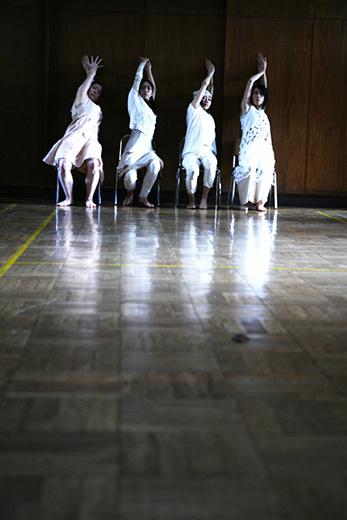 「どこか辺りで-somewhere around-」ダンスワークショップと公演