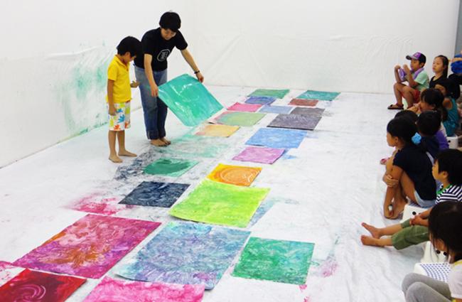 夏の3331こども芸術学校2017 『さわって描く、ぐちゃぐちゃ絵の具教室』